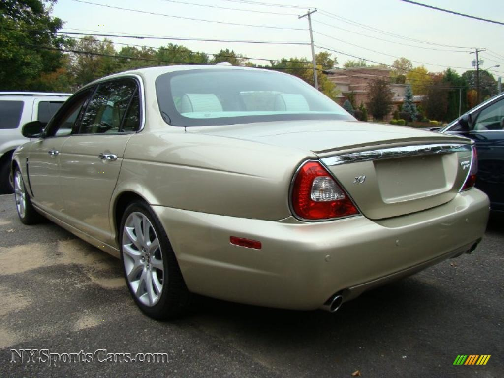 2008 jaguar xj vanden plas in winter gold metallic photo. Black Bedroom Furniture Sets. Home Design Ideas