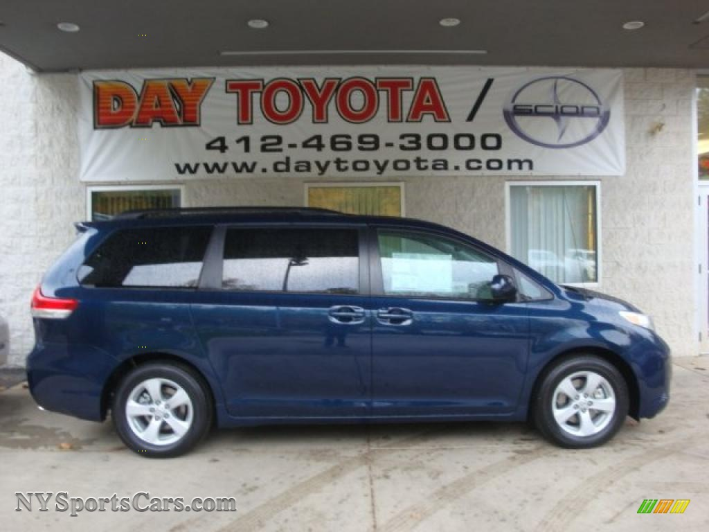 2011 Toyota Sienna Le In South Pacific Blue Pearl 084780