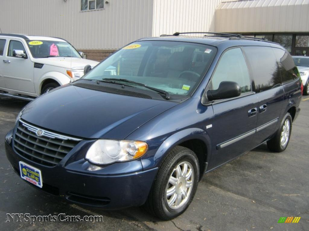 2005 chrysler town country touring in midnight blue pearl 289143 cars. Black Bedroom Furniture Sets. Home Design Ideas