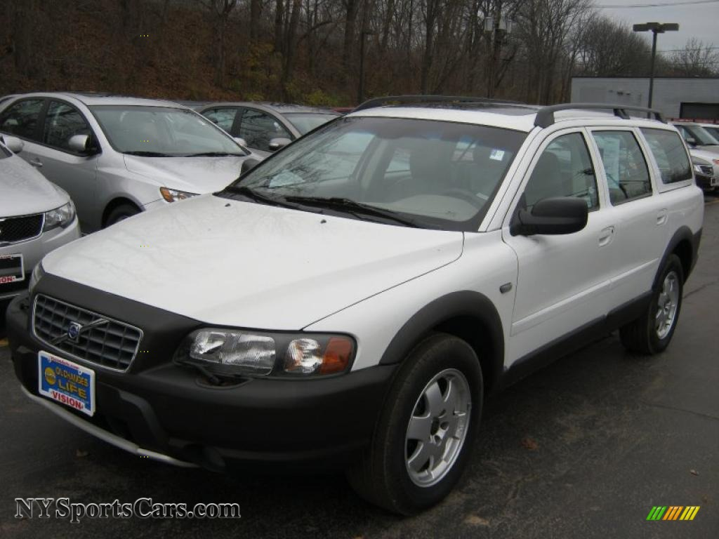 2004 Volvo XC70 AWD in Ice White photo #16 - 147667 ...