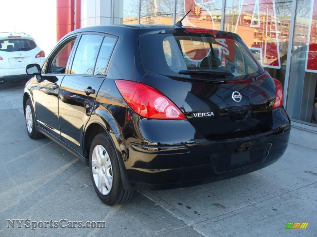 2010 nissan versa 1 8 s hatchback in espresso black photo. Black Bedroom Furniture Sets. Home Design Ideas