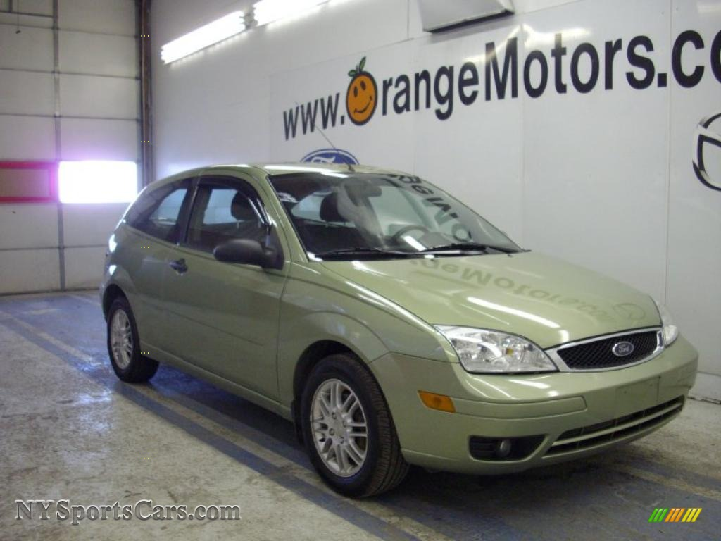 2007 ford focus zx3 se coupe in kiwi green metallic 142887 cars for sale. Black Bedroom Furniture Sets. Home Design Ideas