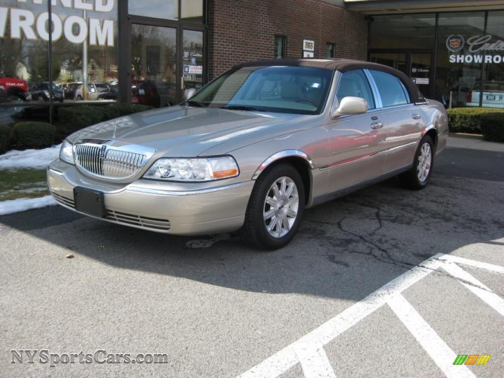 2007 lincoln town car signature limited in light french silk metallic 634252 nysportscars. Black Bedroom Furniture Sets. Home Design Ideas