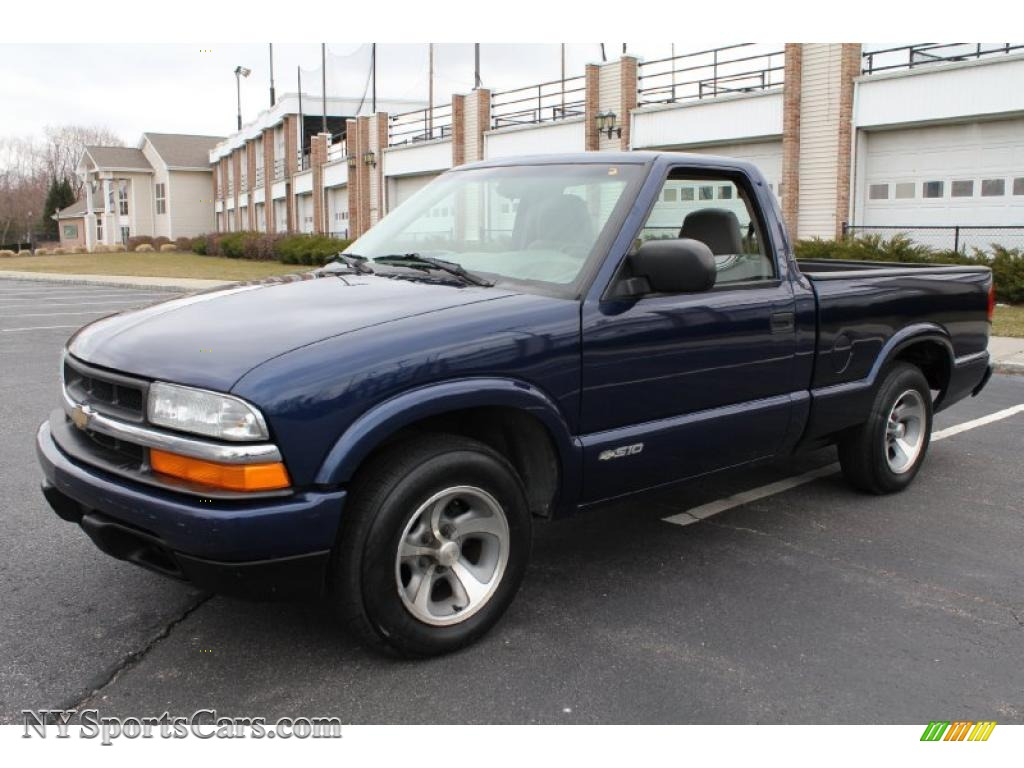 Indigo blue metallic medium gray chevrolet s10 ls regular cab