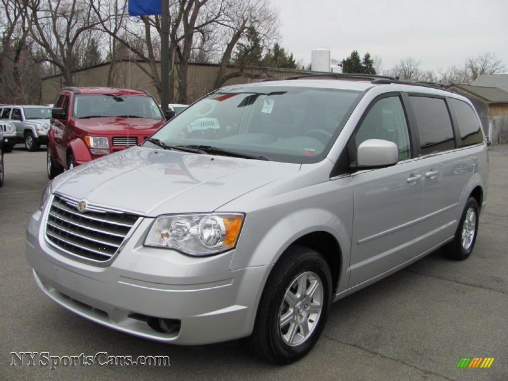 2008 chrysler town country touring in bright silver metallic 778040. Black Bedroom Furniture Sets. Home Design Ideas