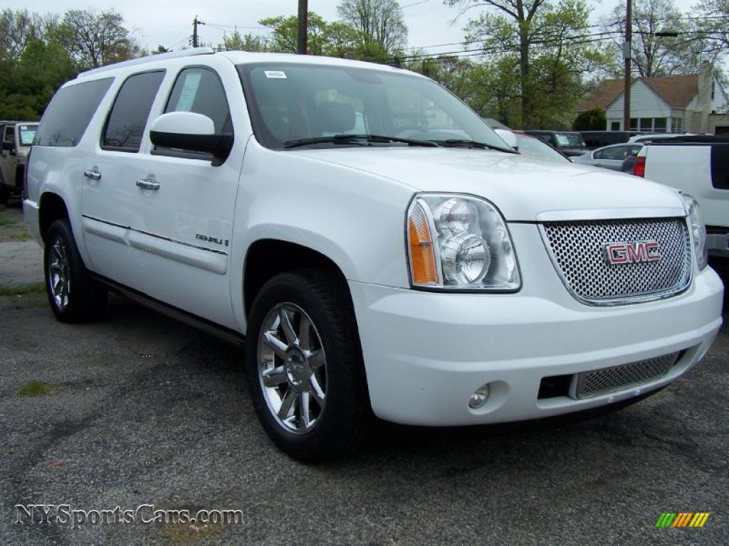 2008 gmc yukon xl denali awd in summit white photo 3. Black Bedroom Furniture Sets. Home Design Ideas