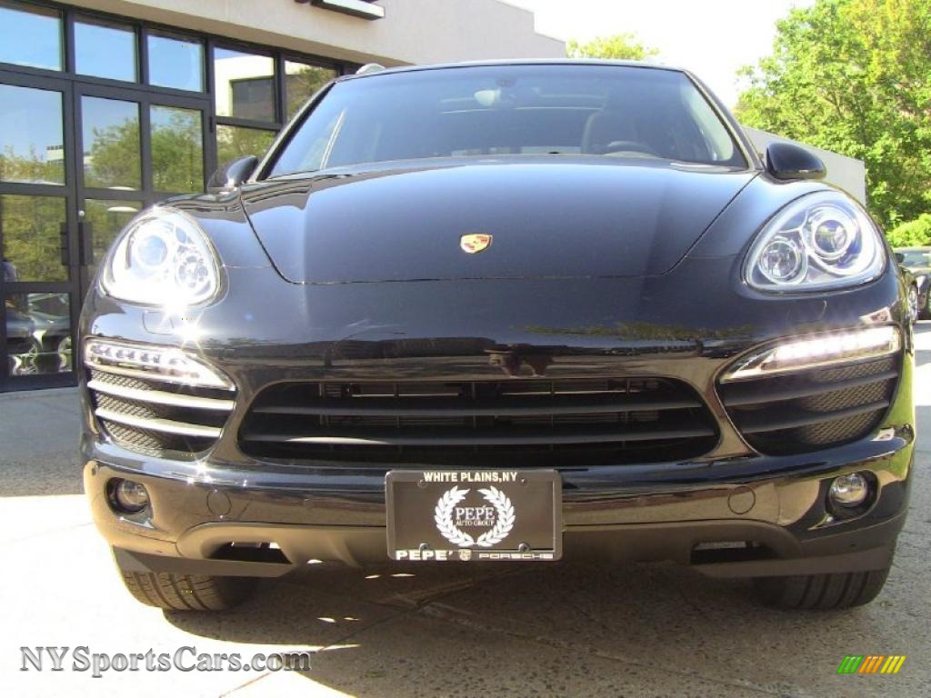 2011 porsche cayenne s in amethyst metallic photo 2. Black Bedroom Furniture Sets. Home Design Ideas