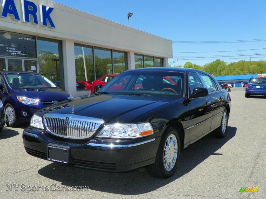 2010 Lincoln Town Car Continental Edition In Black
