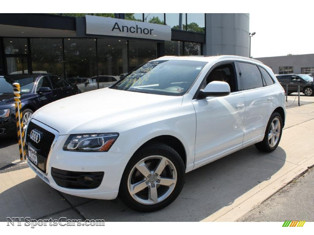 2010 audi q5 3 2 quattro in ibis white 077051. Black Bedroom Furniture Sets. Home Design Ideas
