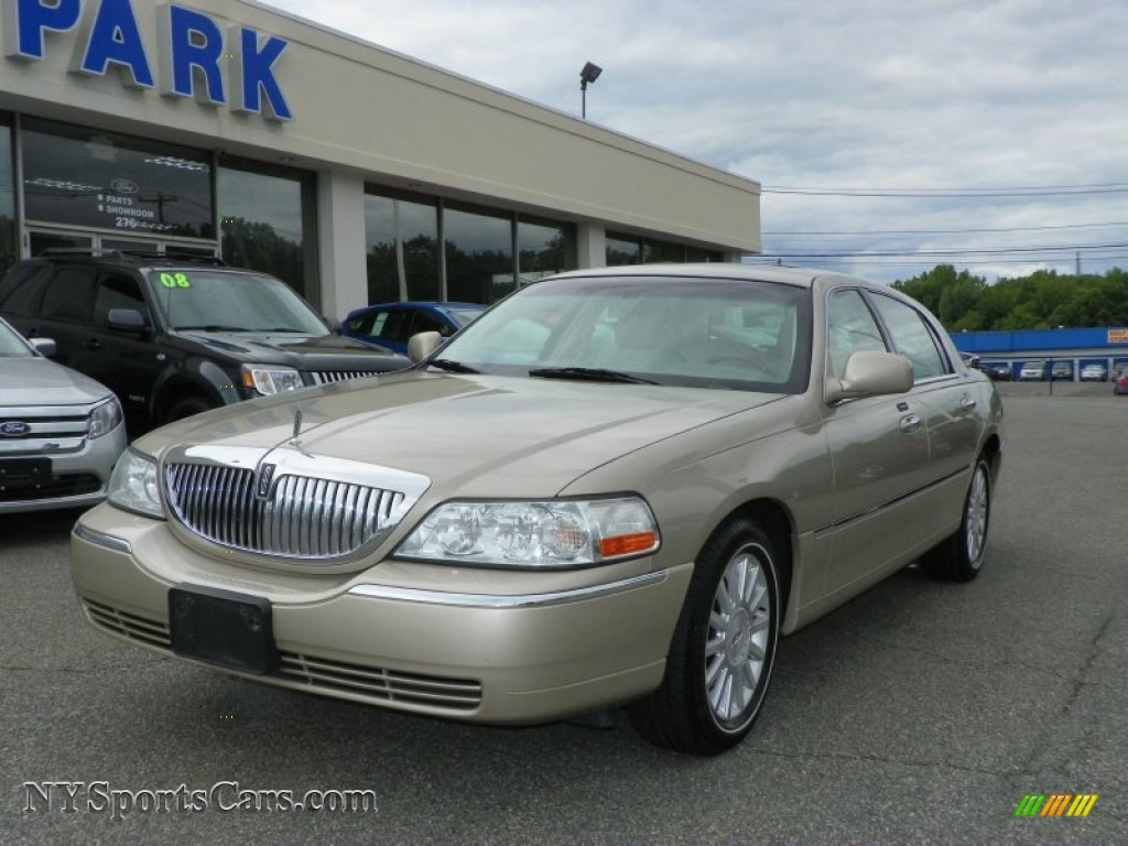 2004 lincoln town car ultimate in pueblo gold metallic 674347 cars for. Black Bedroom Furniture Sets. Home Design Ideas