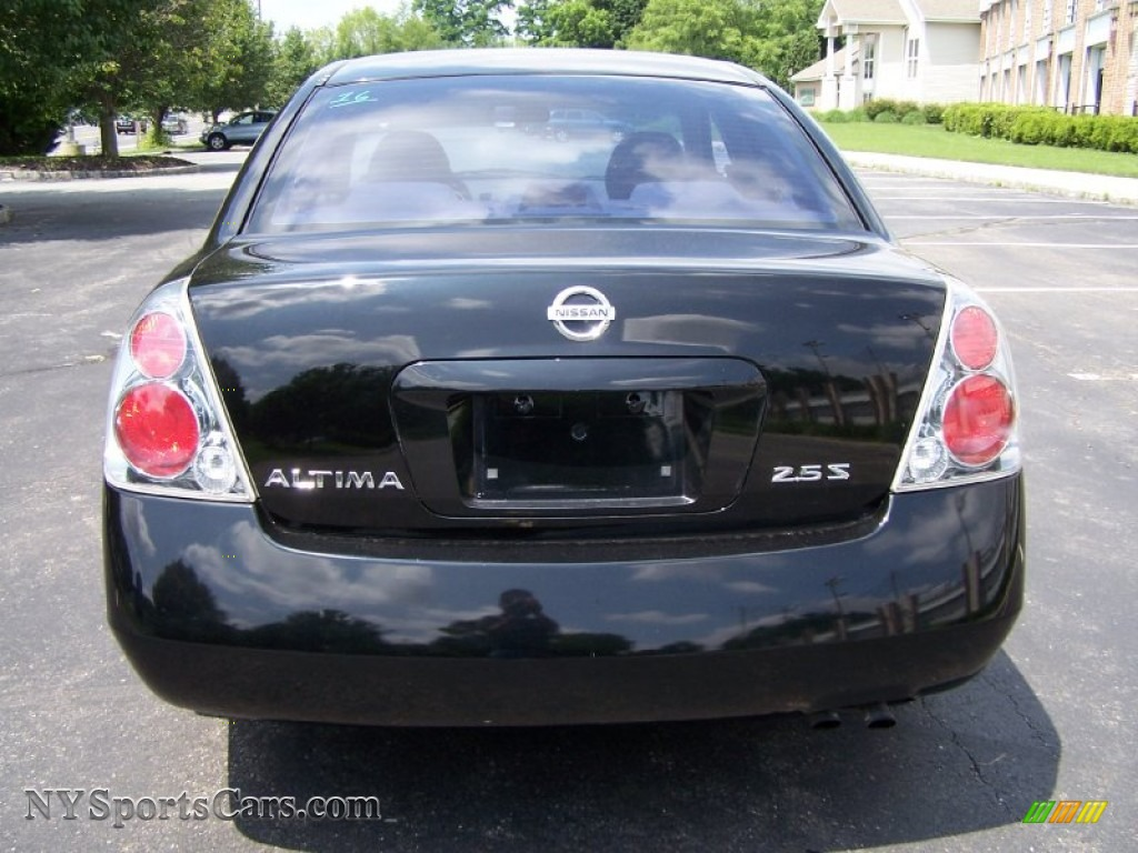 2005 Altima 2.5 S   Super Black / Frost Gray Photo #5