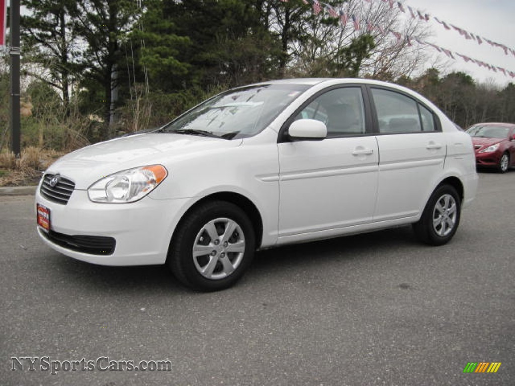 2010 hyundai accent gls 4 door in nordic white 455275. Black Bedroom Furniture Sets. Home Design Ideas
