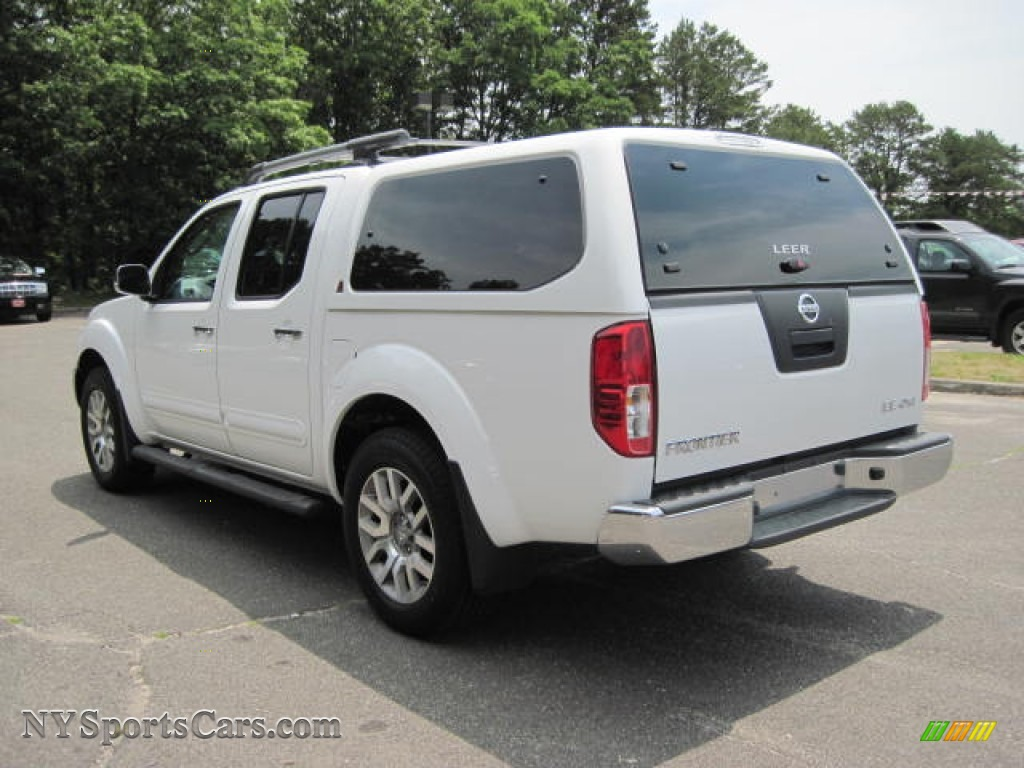 2009 nissan frontier le crew cab 4x4 in avalanche white photo 2 427927. Black Bedroom Furniture Sets. Home Design Ideas