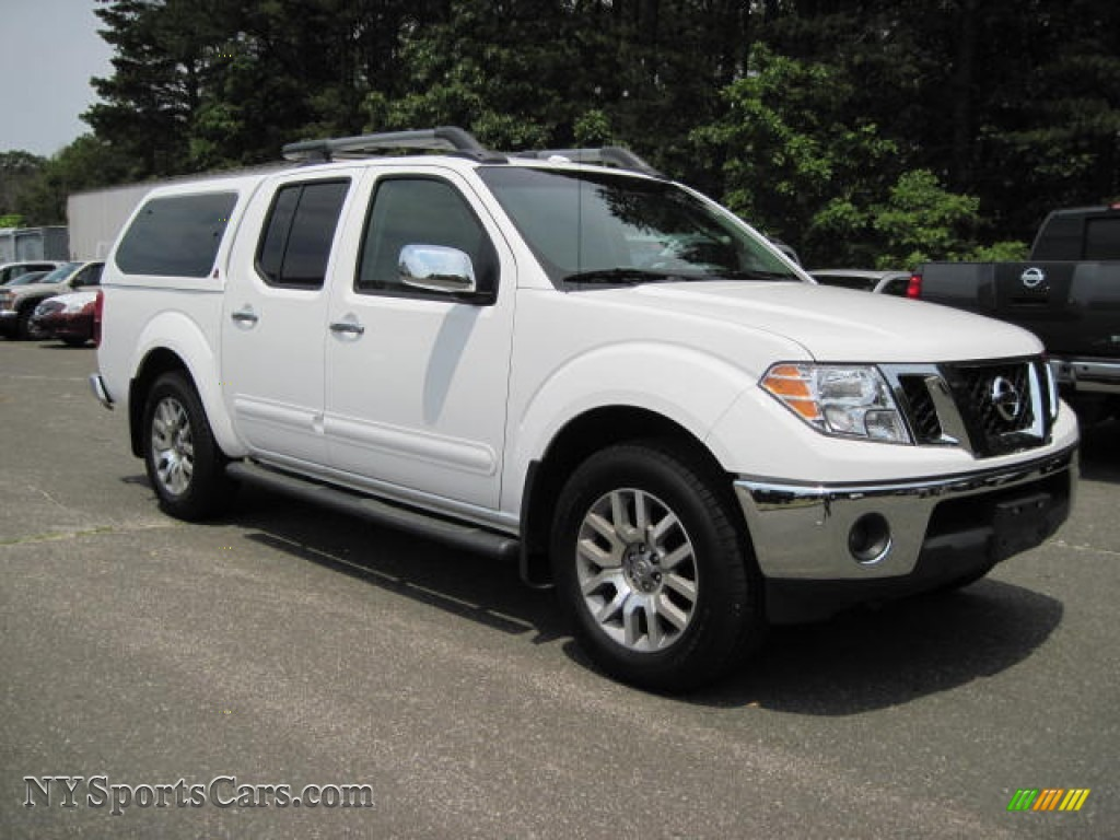 2009 nissan frontier le crew cab 4x4 in avalanche white photo 4 427927. Black Bedroom Furniture Sets. Home Design Ideas