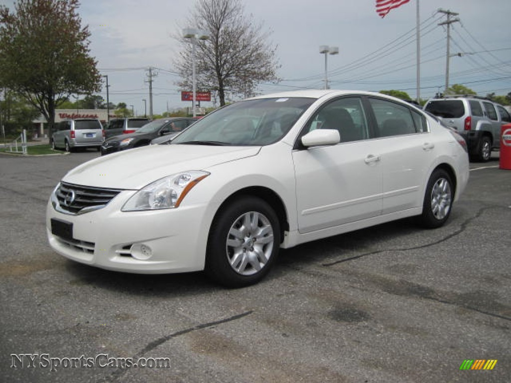 2010 nissan altima 2 5 s in winter frost white photo 3 439742 cars for. Black Bedroom Furniture Sets. Home Design Ideas
