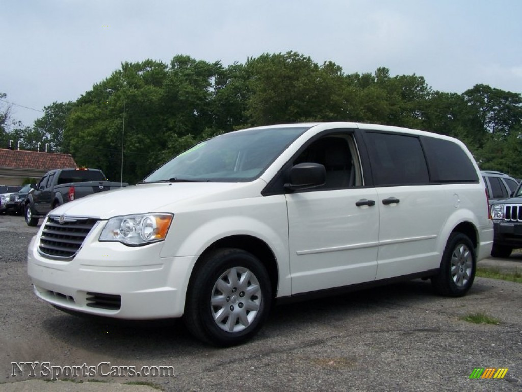 chrysler town country reviews car and driver autos post. Black Bedroom Furniture Sets. Home Design Ideas