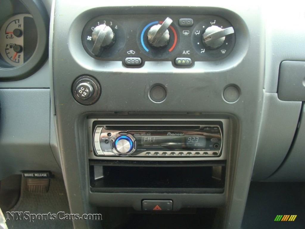 2004 Nissan Xterra SE 4x4 in Thermal Red Metallic photo