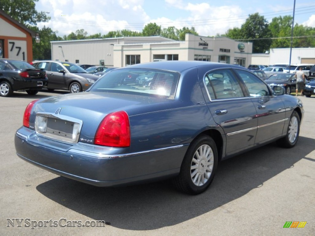 2005 lincoln town car signature limited in norsea blue metallic photo 2 620374 nysportscars. Black Bedroom Furniture Sets. Home Design Ideas