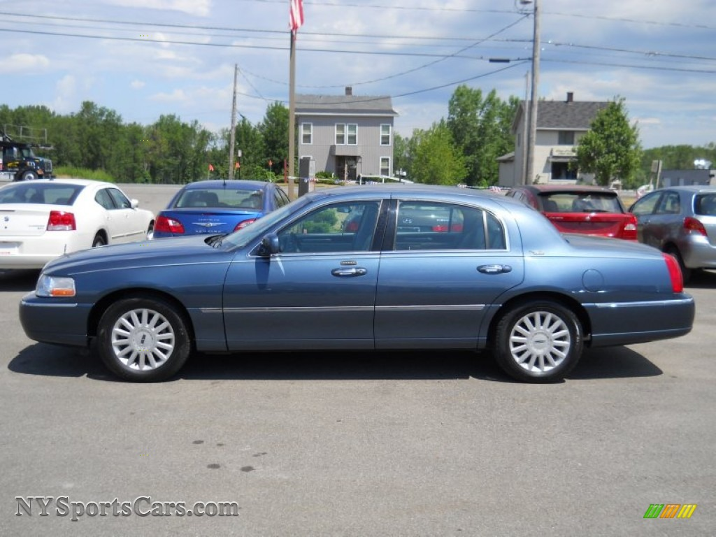 2005 lincoln town car signature limited in norsea blue metallic photo 14 620374. Black Bedroom Furniture Sets. Home Design Ideas