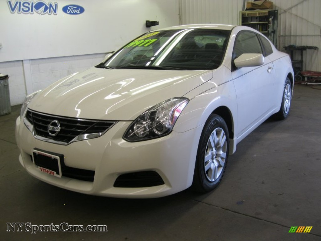 2010 nissan altima 2 5 s coupe in winter frost white. Black Bedroom Furniture Sets. Home Design Ideas