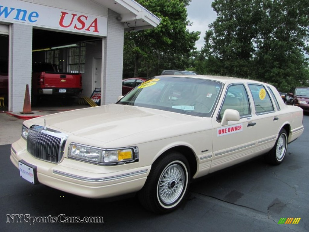1997 Lincoln Town Car Signature In Light Prairie Tan Metallic