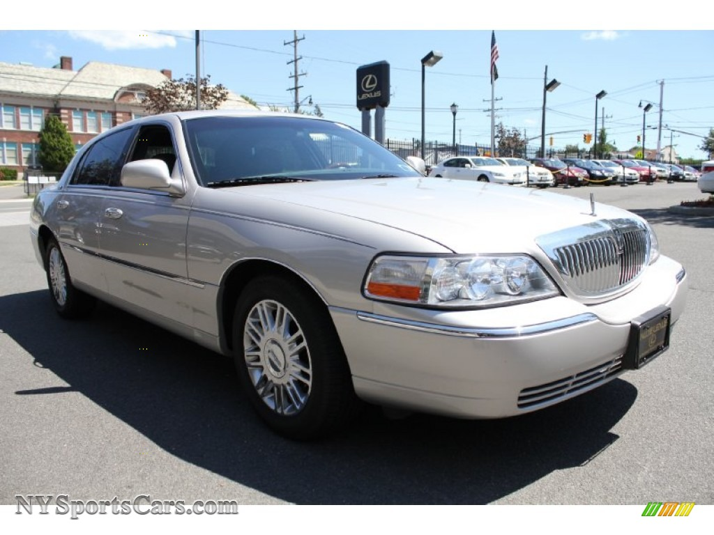 2008 lincoln town car signature limited in silver birch metallic photo 7 646787. Black Bedroom Furniture Sets. Home Design Ideas