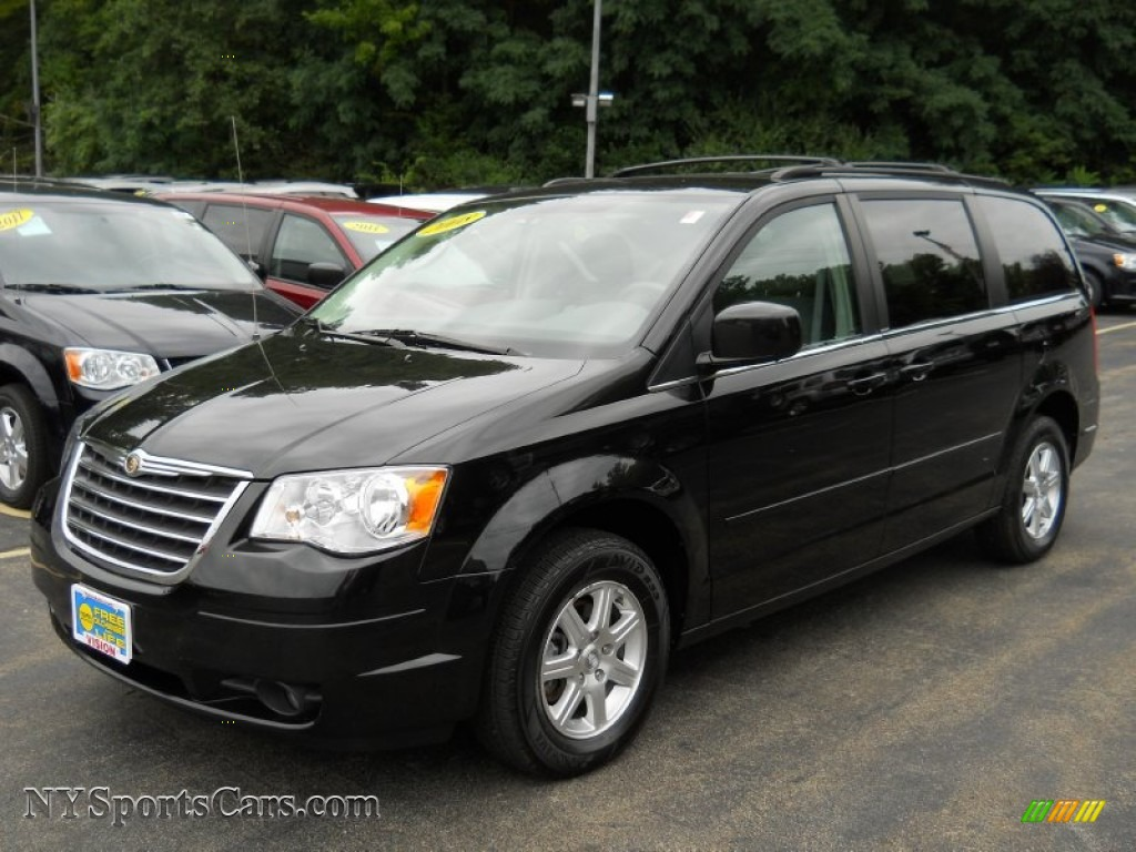 2008 Chrysler Town Amp Country Touring In Brilliant Black