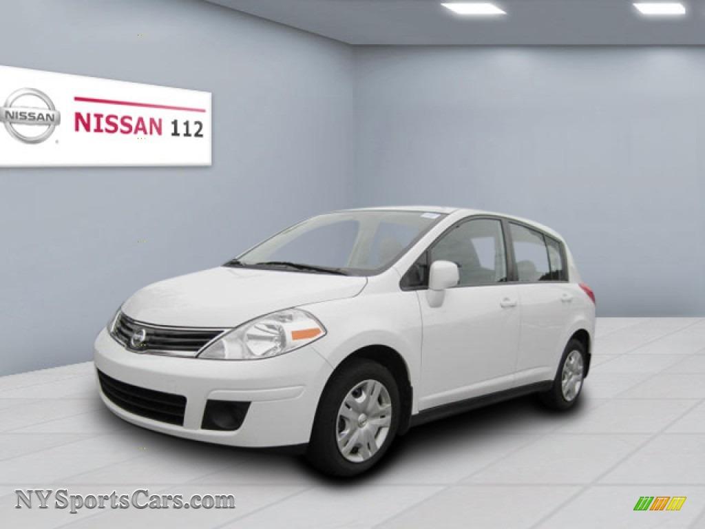 2010 nissan versa 1 8 s hatchback in fresh powder white 431353 cars for. Black Bedroom Furniture Sets. Home Design Ideas