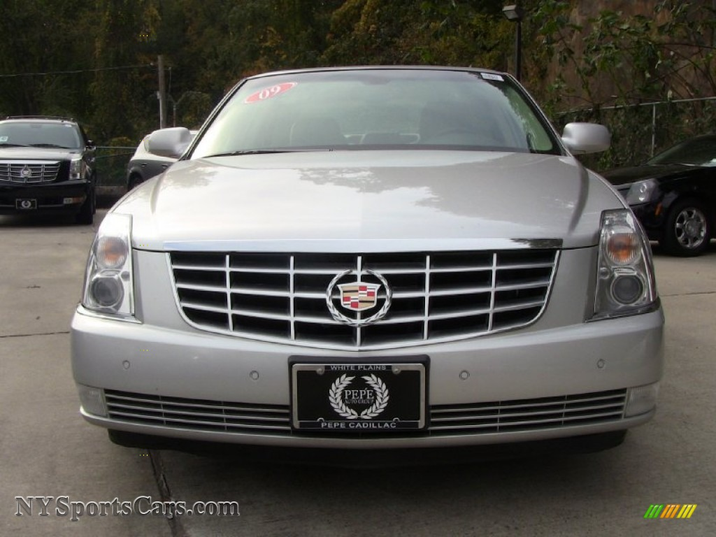 2009 cadillac dts in radiant silver photo 2 116758. Black Bedroom Furniture Sets. Home Design Ideas