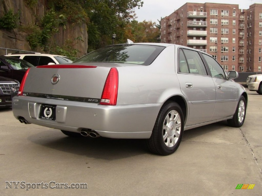 2009 cadillac dts in radiant silver photo 4 116758. Black Bedroom Furniture Sets. Home Design Ideas