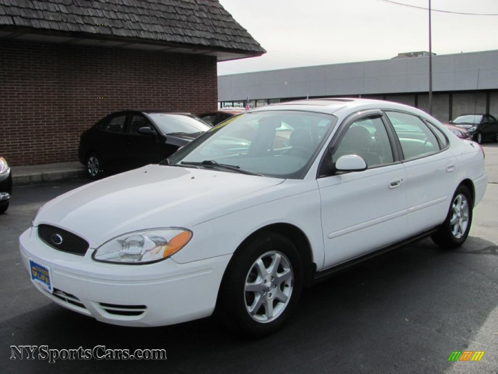 Vibrant white medium dark flint grey ford taurus sel