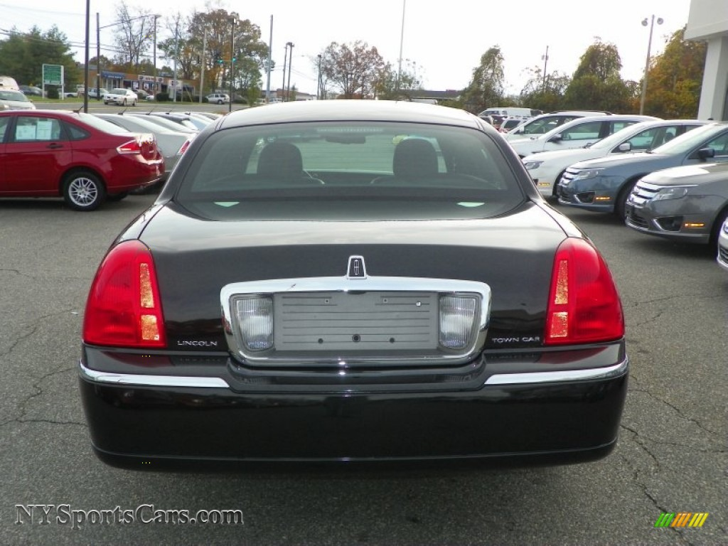 2011 lincoln town car signature limited in black photo 18. Black Bedroom Furniture Sets. Home Design Ideas