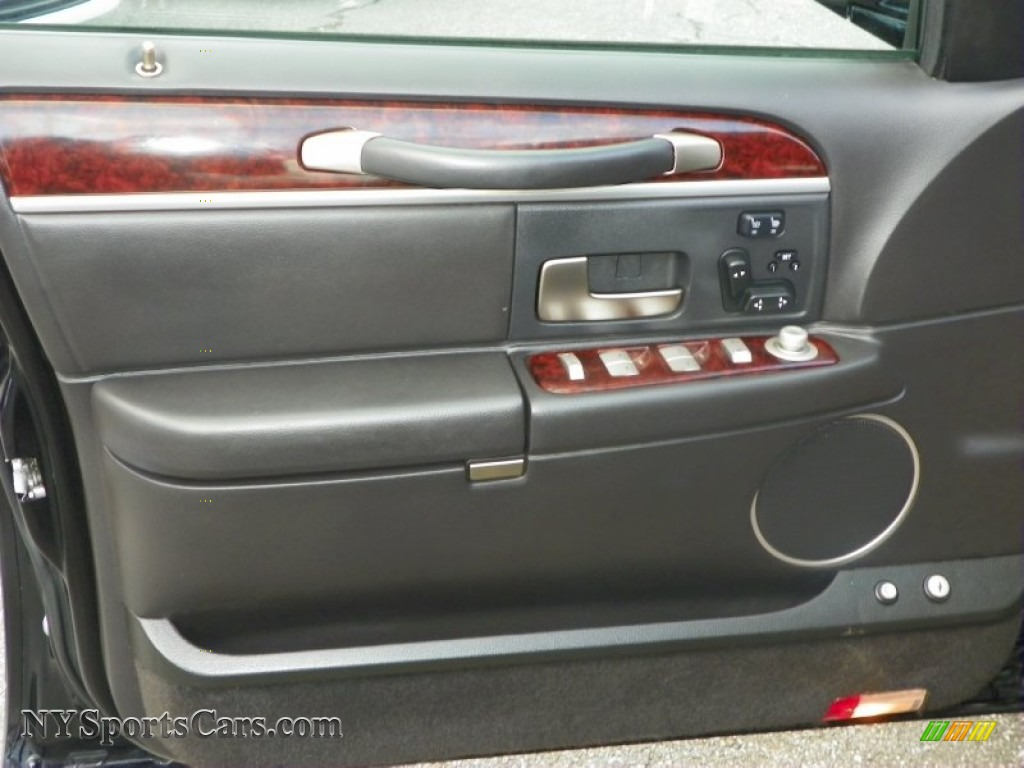2011 lincoln town car signature limited in black photo 11 751031 cars. Black Bedroom Furniture Sets. Home Design Ideas