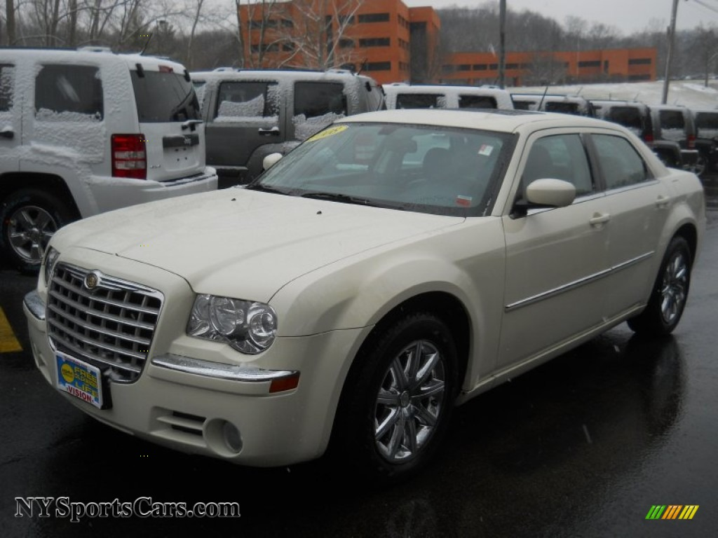 2008 chrysler 300 limited in cool vanilla white 207975. Black Bedroom Furniture Sets. Home Design Ideas