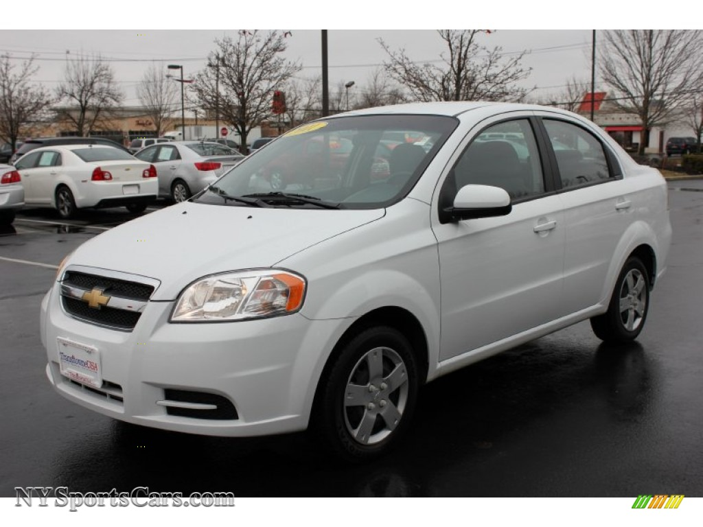 Summit White / Charcoal Chevrolet Aveo LT Sedan