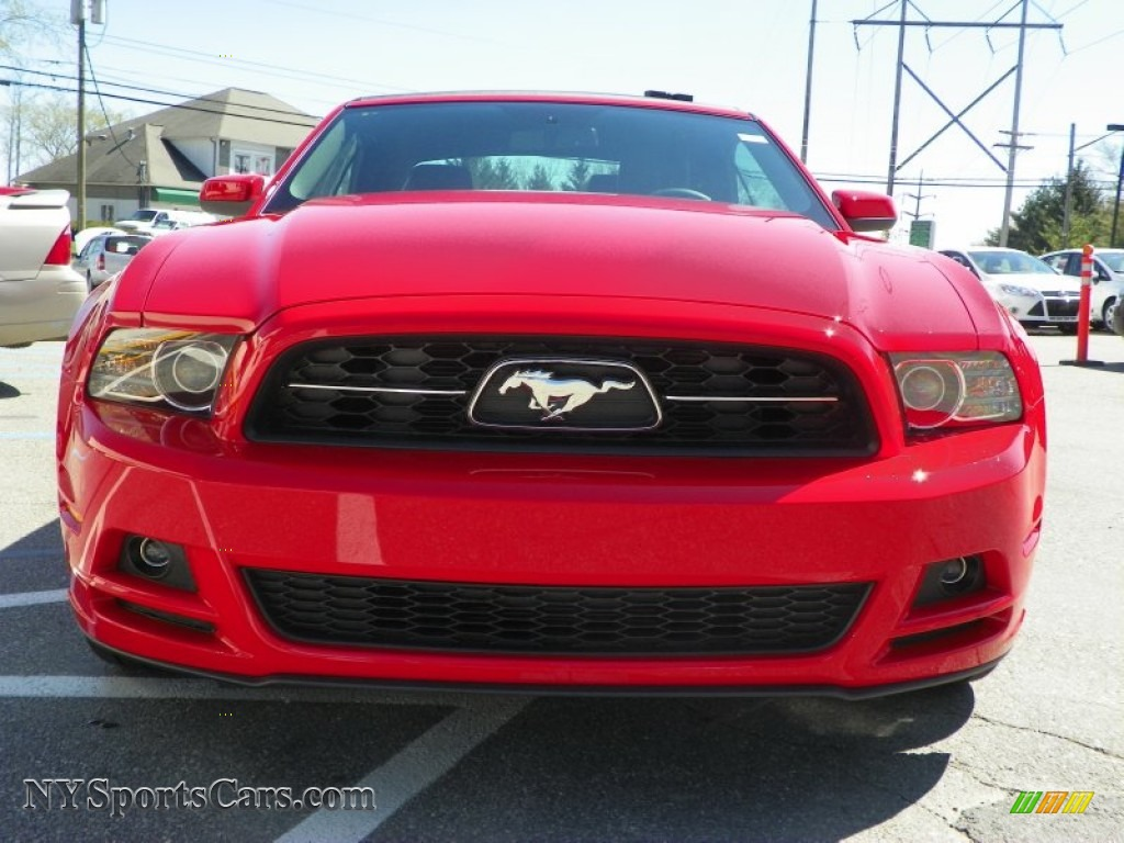 2013 ford mustang v6 premium convertible in race red photo 3 200242 cars. Black Bedroom Furniture Sets. Home Design Ideas