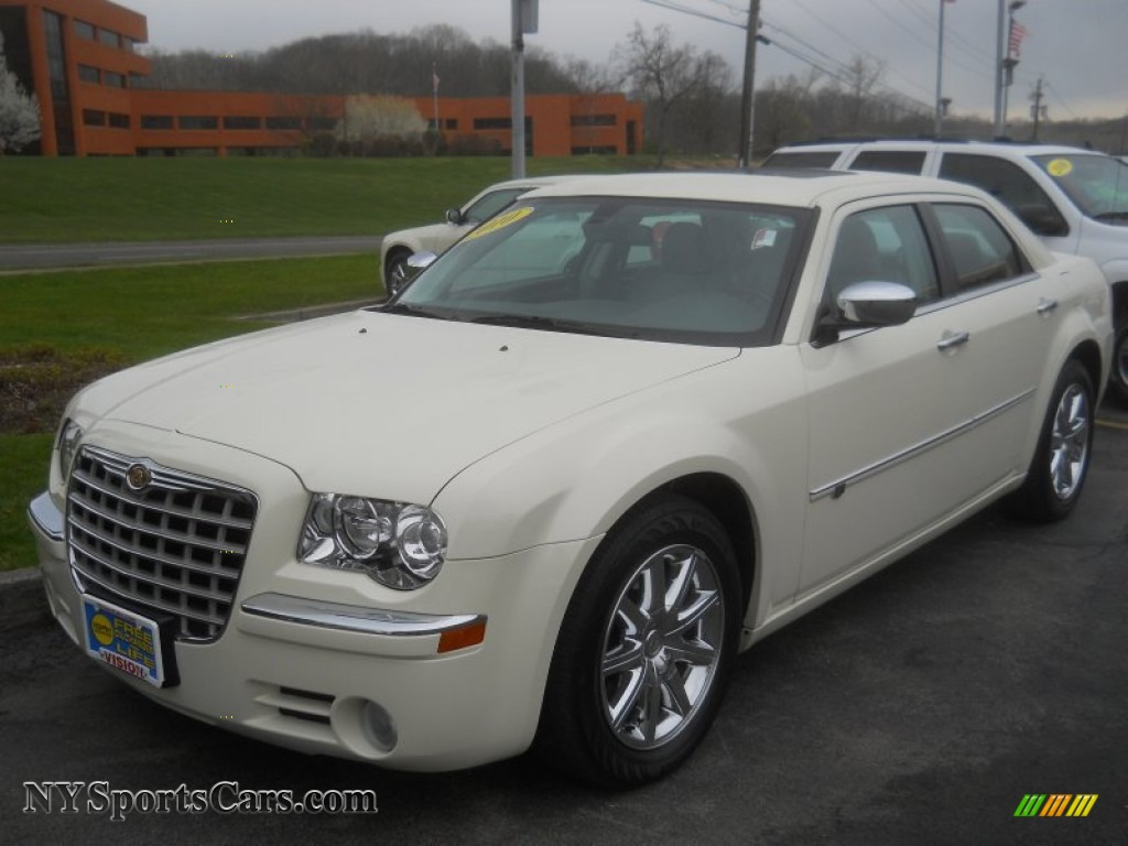 2010 chrysler 300 c hemi in cool vanilla white 221599 cars for sale in. Black Bedroom Furniture Sets. Home Design Ideas