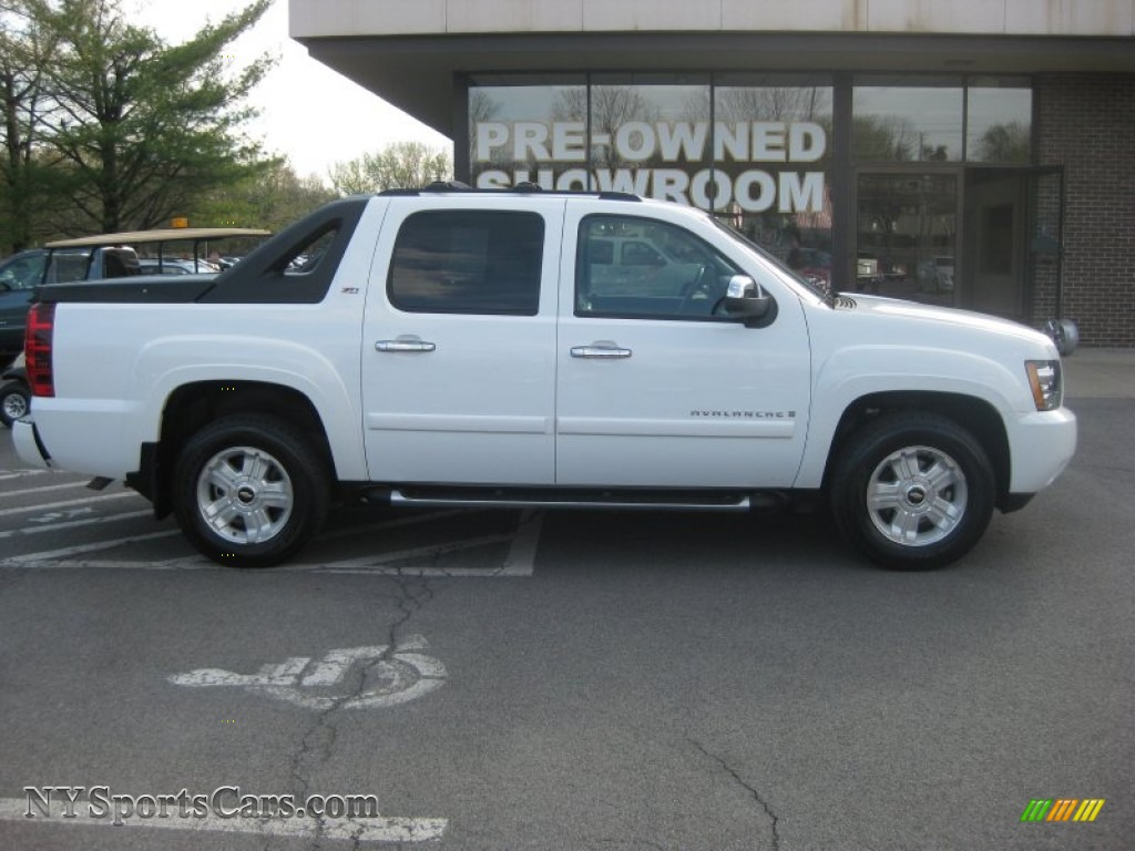 2009 chevrolet avalanche z71 4x4 in summit white photo 2 211136 cars for. Black Bedroom Furniture Sets. Home Design Ideas