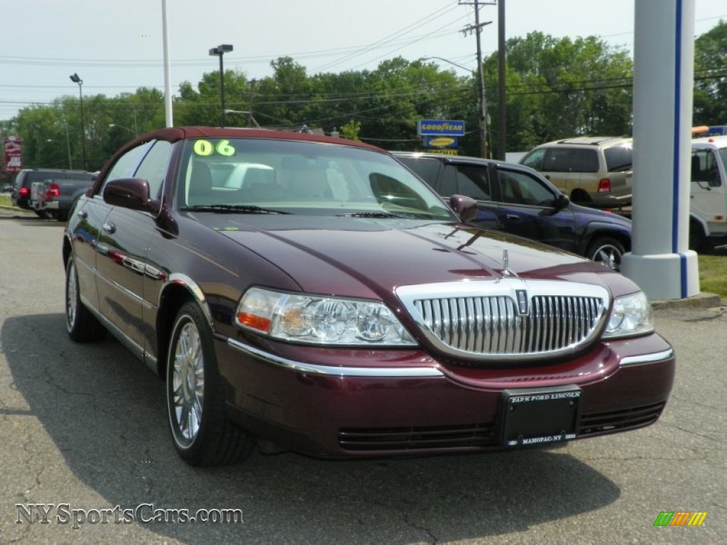 2006 Lincoln Town Car Designer Series In Dark Cherry Metallic