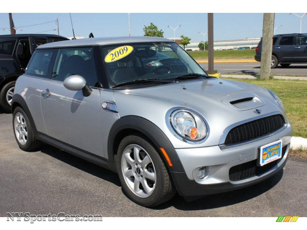 2009 Mini Cooper S Hardtop In Pure Silver Metallic