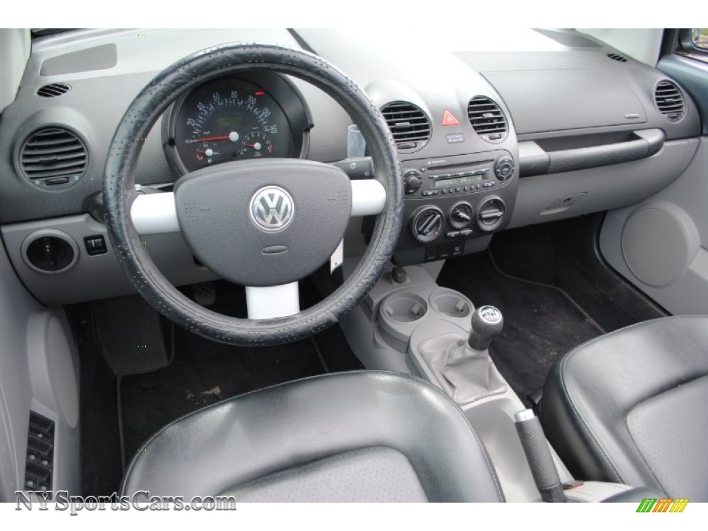 2004 volkswagen new beetle gl convertible in platinum grey. Black Bedroom Furniture Sets. Home Design Ideas