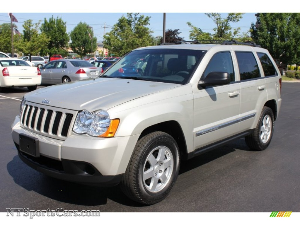 2010 jeep grand cherokee laredo 4x4 in light graystone. Black Bedroom Furniture Sets. Home Design Ideas
