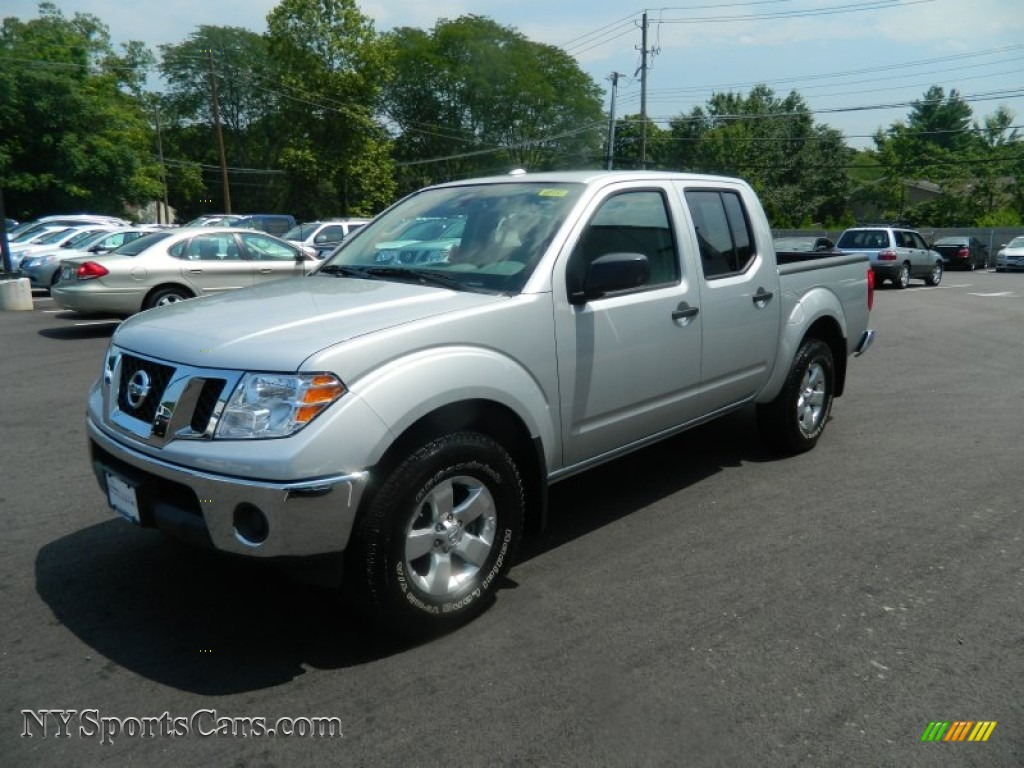 2011 nissan frontier sv crew cab 4x4 in radiant silver metallic 450717. Black Bedroom Furniture Sets. Home Design Ideas