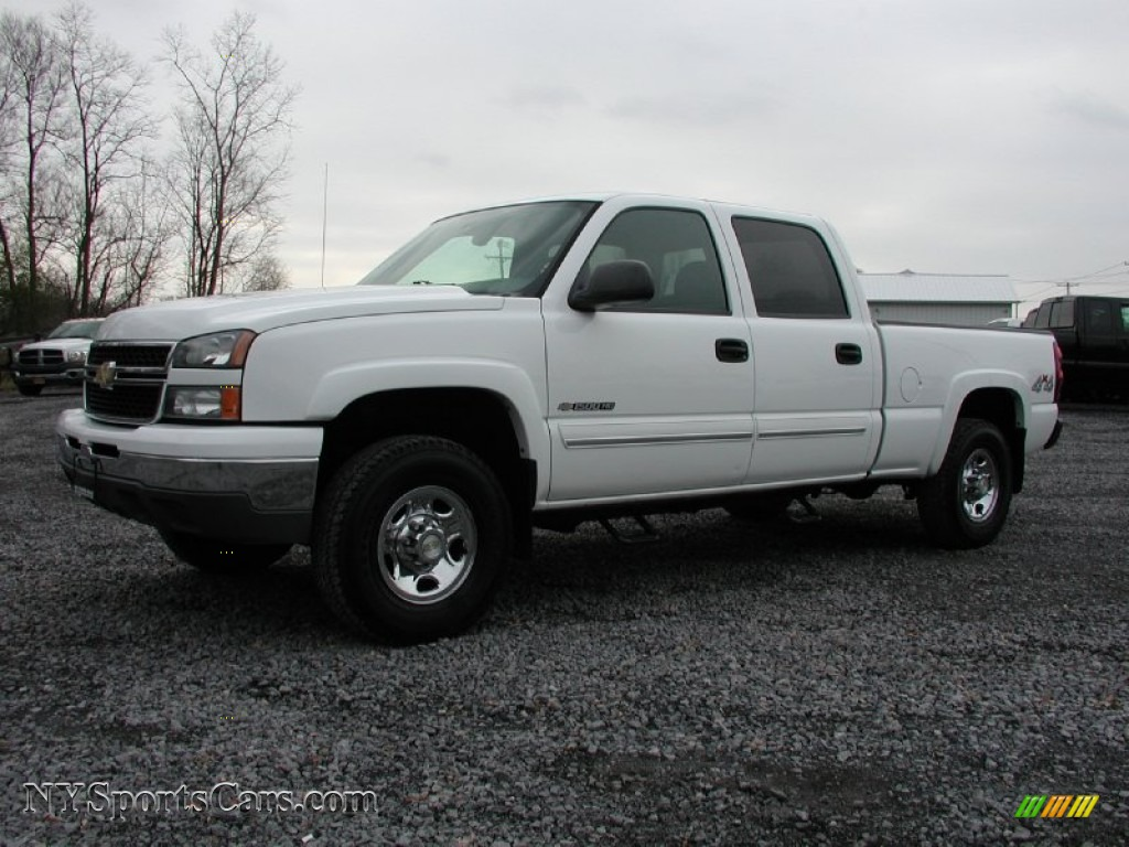 2006 chevrolet silverado 1500 lt crew cab 4x4 in summit white 2006 silverado 1500 lt crew cab 4x4 summit white dark charcoal photo 1 publicscrutiny Image collections