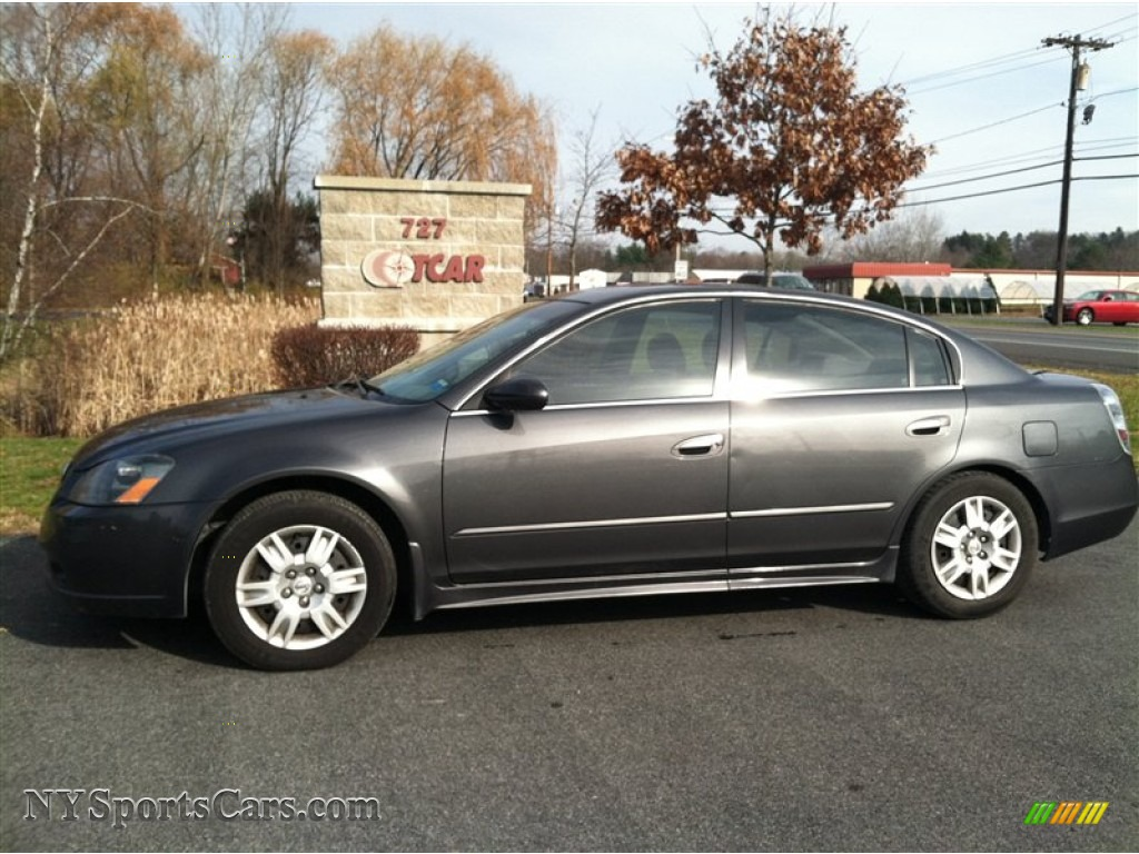 Awesome Smoke Metallic / Charcoal Nissan Altima 2.5 S