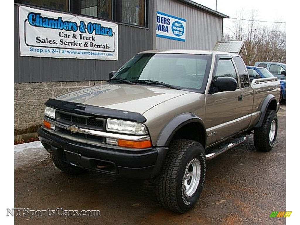 2003 S10 ZR2 Extended Cab 4x4 - Light Pewter Metallic / Graphite photo #1