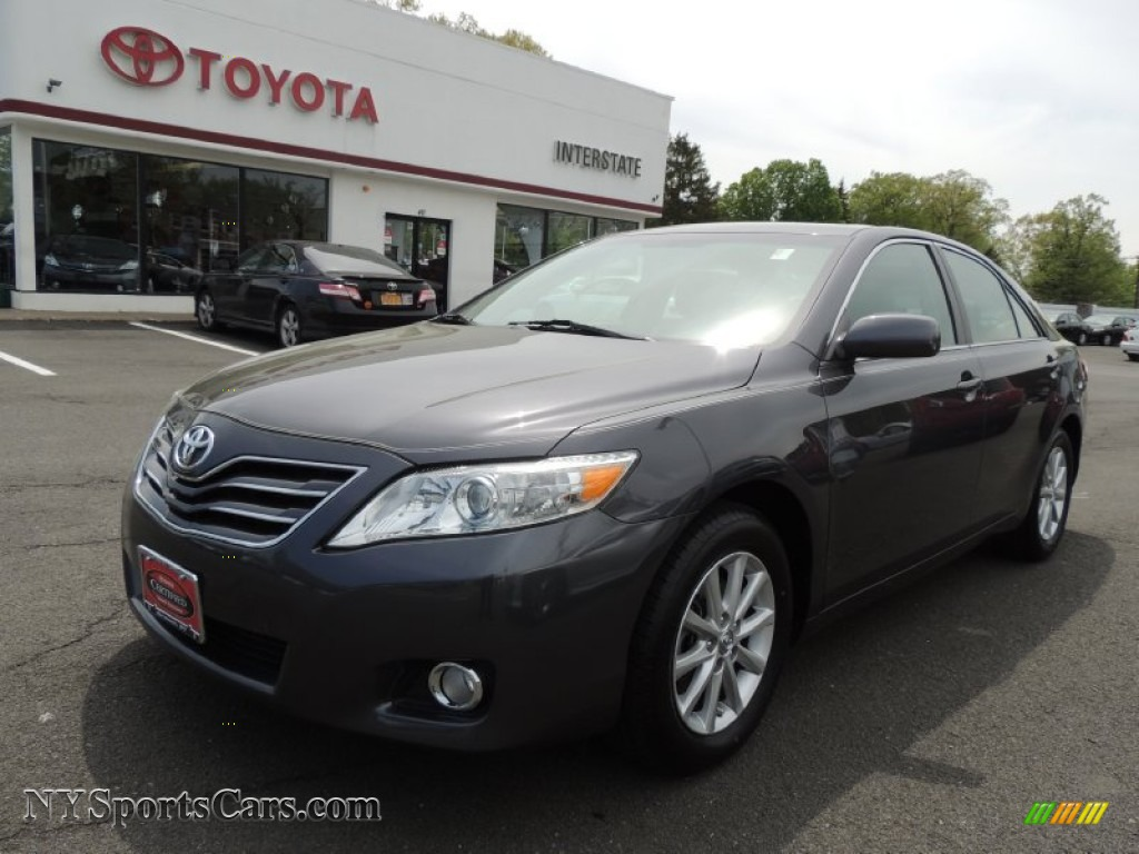 2011 toyota camry xle v6 in magnetic gray metallic. Black Bedroom Furniture Sets. Home Design Ideas