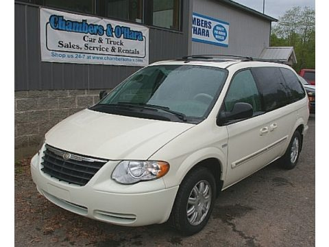 Cool Vanilla White 2007 Chrysler Town & Country Touring