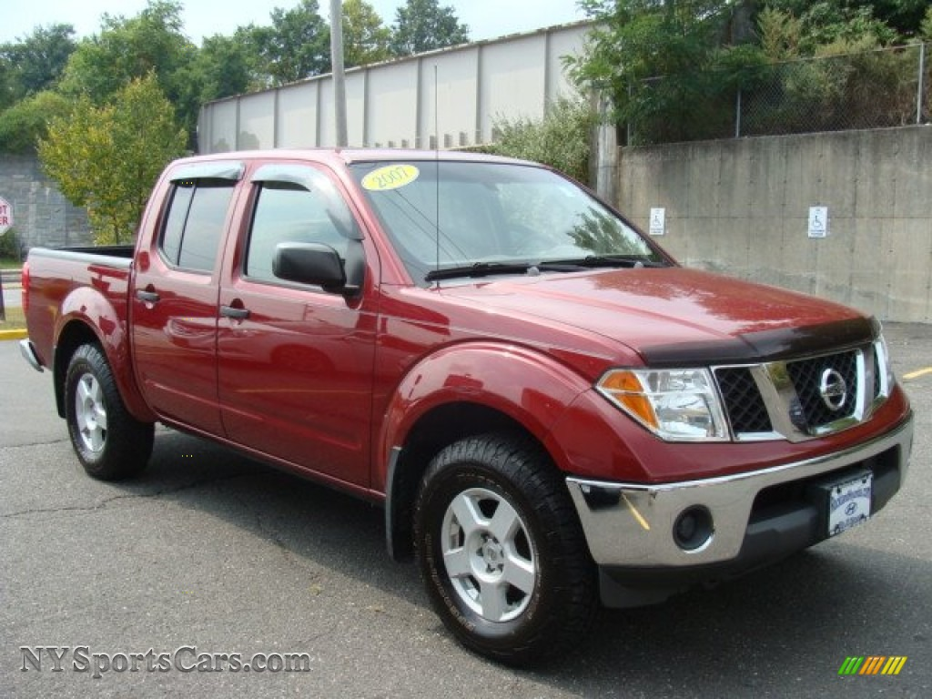 Red brawn desert nissan frontier le crew cab 4x4