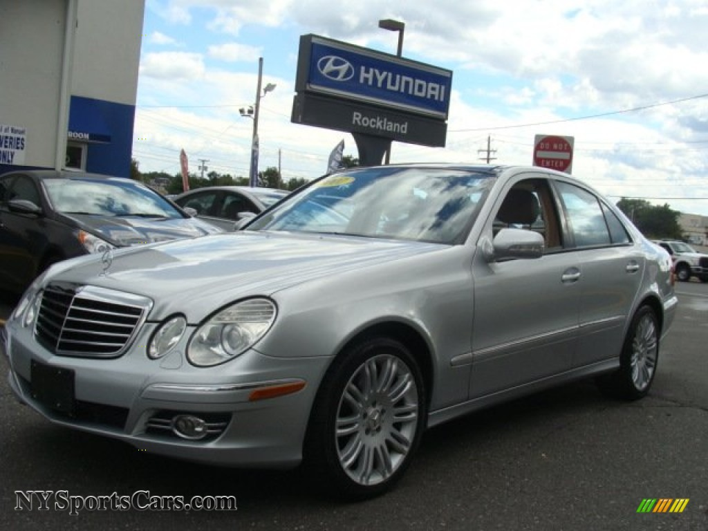 Iridium Silver Metallic / Cashmere Mercedes-Benz E 350 4Matic Sedan